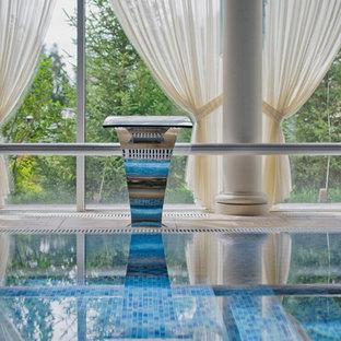 Ejemplo de piscina infinita, mediterránea, de tamaño medio, interior y rectangular, con suelo de baldosas