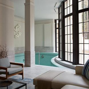 На фото: бассейны произвольной формы в доме в классическом стиле
