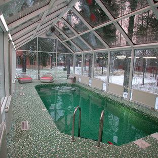 Idées déco pour une piscine contemporaine de taille moyenne.