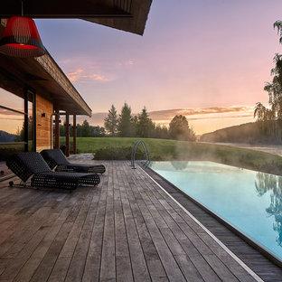Foto de piscina con fuente elevada, actual, de tamaño medio, rectangular, en patio delantero