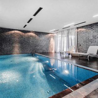 Новые идеи обустройства дома: прямоугольный бассейн в доме в современном стиле