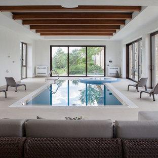 На фото: спортивный, прямоугольный бассейн в доме в стиле современная классика с