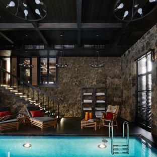 Стильный дизайн: прямоугольный бассейн в доме в средиземноморском стиле - последний тренд