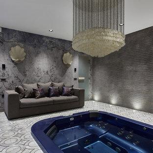 Неиссякаемый источник вдохновения для домашнего уюта: прямоугольный бассейн в доме в современном стиле с джакузи