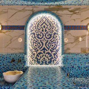 モスクワの広い長方形アジアンスタイルのおしゃれな屋内プールの写真