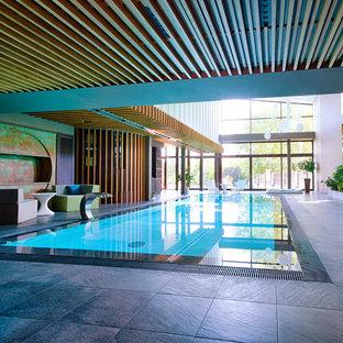 Modelo de piscina con fuente infinita, urbana, grande, interior y rectangular, con suelo de baldosas
