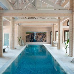 Foto di una grande piscina coperta design rettangolare
