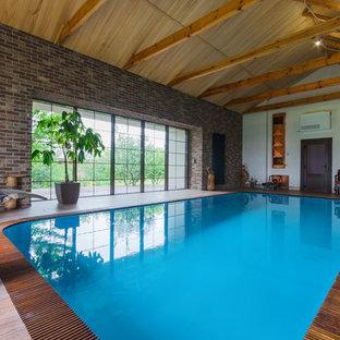 Стильный дизайн: прямоугольный бассейн в доме в восточном стиле с домиком у бассейна - последний тренд