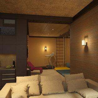 Пример оригинального дизайна: большой естественный, прямоугольный бассейн в доме в скандинавском стиле с джакузи и покрытием из плитки