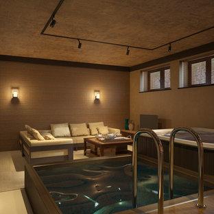 Idée de décoration pour une grand piscine intérieure naturelle nordique rectangle avec un bain bouillonnant et du carrelage.