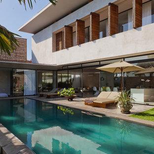 Источник вдохновения для домашнего уюта: спортивный, прямоугольный бассейн на заднем дворе в современном стиле с покрытием из бетонных плит
