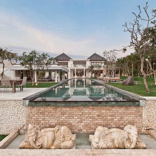 Стильный дизайн: прямоугольный бассейн-инфинити в средиземноморском стиле - последний тренд