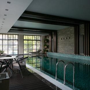 На фото: прямоугольные бассейны в доме в современном стиле