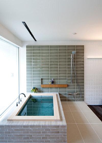 Modern Bathroom by 株式会社アステック