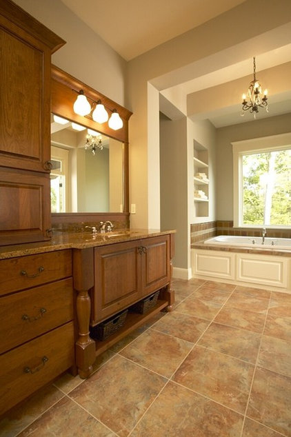 Traditional Bathroom by Fashion Par Kitchens