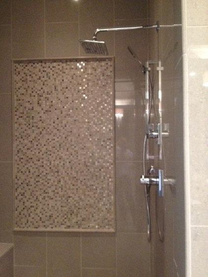 Contemporary Bathroom by Dy Lynne Décor, Inc.