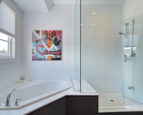 Trendy Corner Bathtub Photo In Toronto