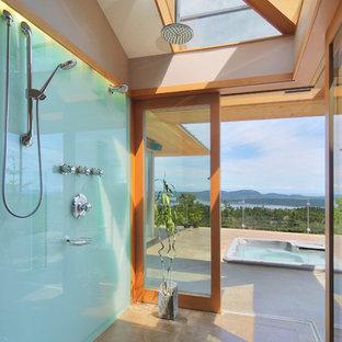 Exempel på ett modernt badrum, med en jacuzzi och betonggolv