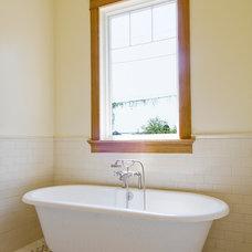 Traditional Bathroom by NANO LLC
