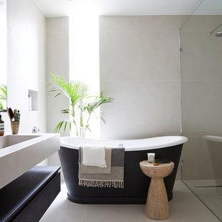 Ispirazione per una grande stanza da bagno padronale design con vasca freestanding, piastrelle beige, piastrelle in ceramica, pavimento con piastrelle in ceramica, ante lisce, doccia a filo pavimento, lavabo rettangolare e doccia aperta