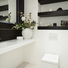 Modern Bathroom by MH INTERIORS by Magdalena Hopkins