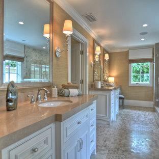 Idee per una stanza da bagno stile marinaro con piastrelle a mosaico