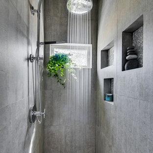 Esempio di una stanza da bagno padronale moderna di medie dimensioni con ante lisce, ante in legno scuro, doccia alcova, WC monopezzo, piastrelle grigie, piastrelle di cemento, pareti grigie, pavimento con piastrelle in ceramica e lavabo integrato