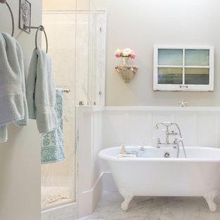 Bild på ett vintage badrum