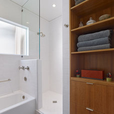 Bathroom by Boor Bridges Architecture