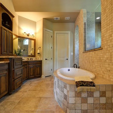Rustic Bathroom by Glazier Homes