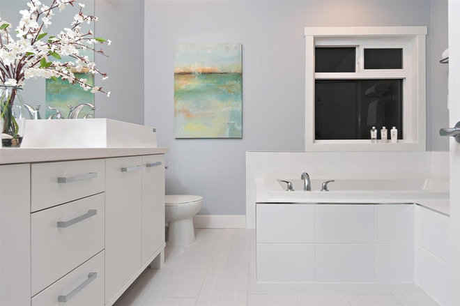 Contemporary Bathroom by Positive Space Staging + Design, Inc.