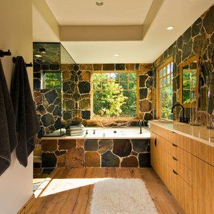 Ispirazione per una stanza da bagno rustica con lavabo sottopiano, ante lisce, ante in legno scuro, vasca sottopiano, doccia ad angolo e piastrelle in ardesia
