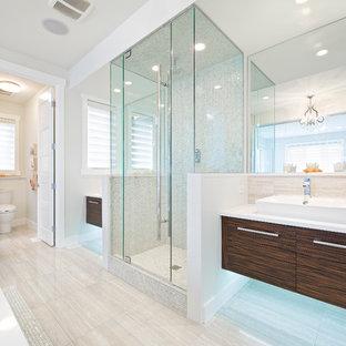 Imagen de cuarto de baño minimalista con baldosas y/o azulejos de travertino
