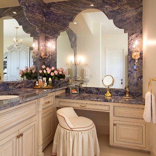 Foto de cuarto de baño principal, clásico, extra grande, con armarios con paneles con relieve, puertas de armario beige, baldosas y/o azulejos beige, baldosas y/o azulejos grises, lavabo bajoencimera, losas de piedra, paredes beige, suelo de travertino, encimera de granito y encimeras azules