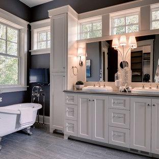 ミネアポリスのトラディショナルスタイルのおしゃれな浴室 (猫足バスタブ) の写真