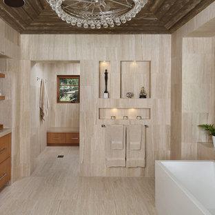 Ispirazione per una stanza da bagno design con ante lisce, ante in legno scuro, doccia alcova, piastrelle beige, lavabo sottopiano, vasca freestanding e piastrelle in travertino