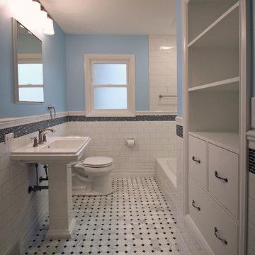 2015 Fox River Grove Bathroom