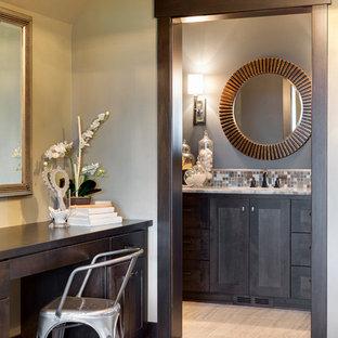Foto di una piccola stanza da bagno con doccia chic con ante in stile shaker, ante in legno bruno, piastrelle multicolore, piastrelle in pietra, pareti grigie, pavimento con piastrelle in ceramica, lavabo sottopiano e top in quarzo composito