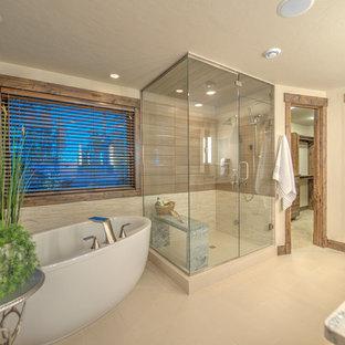 Diseño de cuarto de baño principal, rústico, grande, con bañera exenta, ducha esquinera, paredes beige, baldosas y/o azulejos beige y encimera de granito
