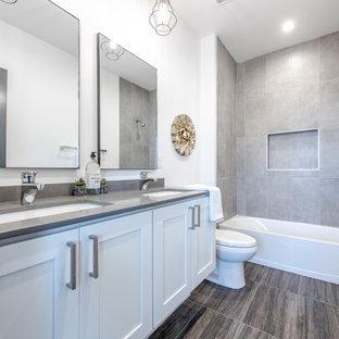 Idéer för ett stort klassiskt grå badrum med dusch, med skåp i shakerstil, vita skåp, ett badkar i en alkov, en dusch/badkar-kombination, en toalettstol med separat cisternkåpa, grå kakel, vita väggar, ett undermonterad handfat, grått golv och med dusch som är öppen