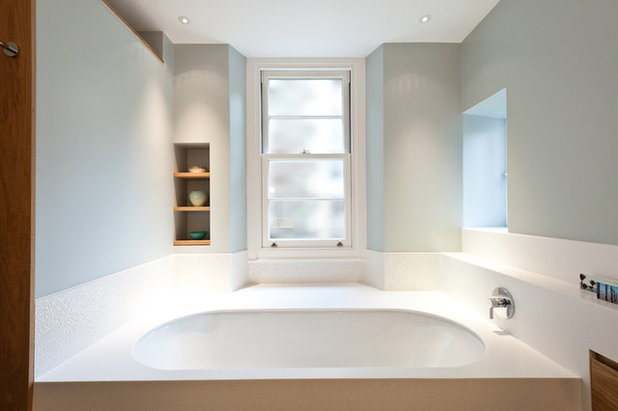 Contemporary Bathroom by Moon Architect and Builder