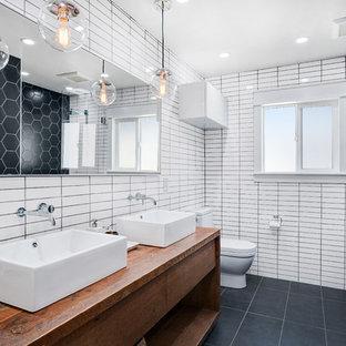 Salle de bain rétro avec un carrelage noir et blanc : Photos et ...