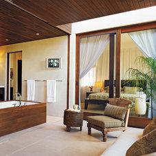 Tropical Bathroom by Kirkpatrick Architects
