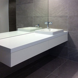 900 Blendstone tiles to length and enlarge a small indoor bathroom