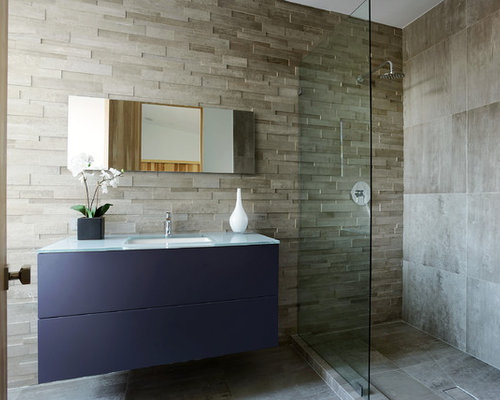 Stacked stone bathroom
