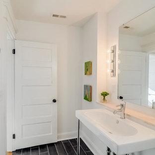 Cette Photo Montre Une Salle De Bain Romantique De Taille Moyenne Avec Une  Baignoire En Alcôve