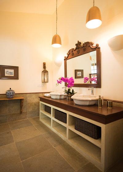 Mediterranean Bathroom by Papersky Studio