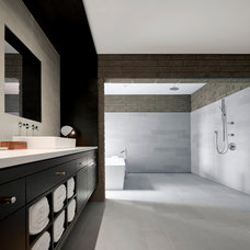 Modern Bathroom by 180 degrees