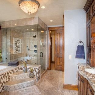 Modelo de cuarto de baño rural con encimera de granito
