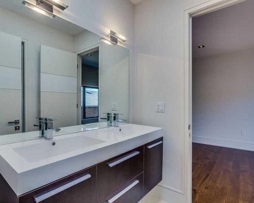 salle de bain avec un plan de toilette en carrelage et un lavabo int gr photos et id es d co. Black Bedroom Furniture Sets. Home Design Ideas